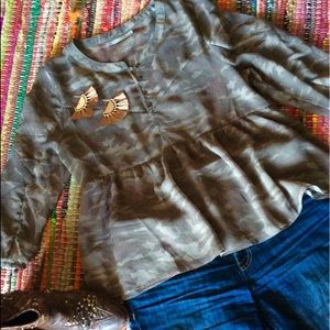 🐘 SOLD Green Olive Camouflage top Maurice's 🐘
